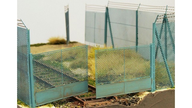 Chain mesh gate for high fence, 1:72/1:87