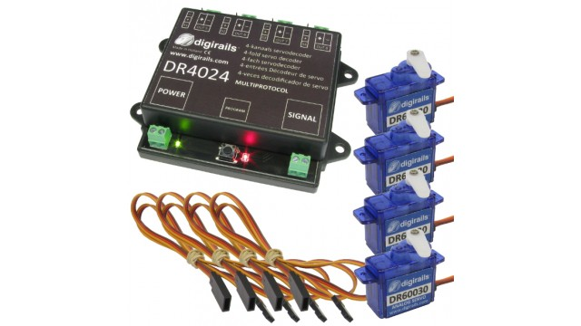 Servodecoder met 4  servo's en 4 verlengkabels