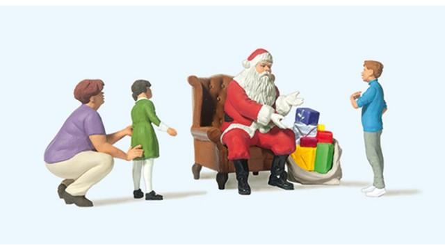 1:87 Kerstman in stoel, moeder en kinderen