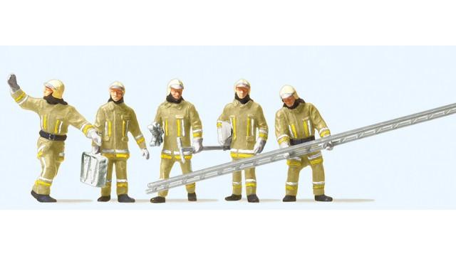 1:87 Brandweerlieden arriverend bij de brand