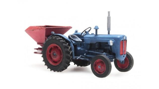 Traktor Ford met kunstmeststrooier